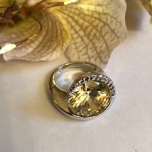 Jewelry - Silver yellow stone ring